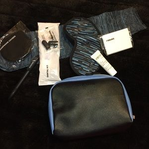 🚀 Cole Haan / American Airlines Travel Kit, Black